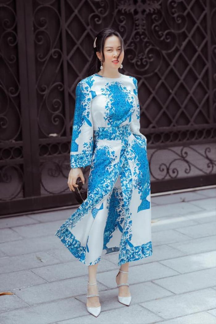 Phượng Chanel lên đồ trễ nải khoe xương quai xanh quyến rũ đi chơi ngày lễ 30/4 Ảnh 4