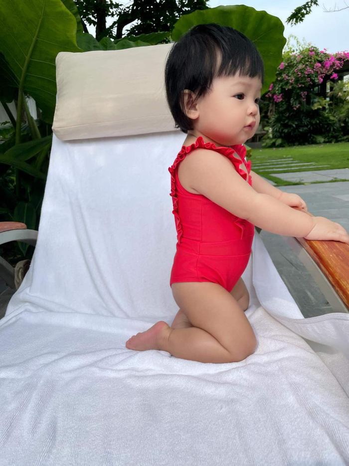 'Ái tử' nhà sao Việt đi bơi, con Đông Nhi xinh xắn, Leon Lisa cũng chẳng vừa Ảnh 6