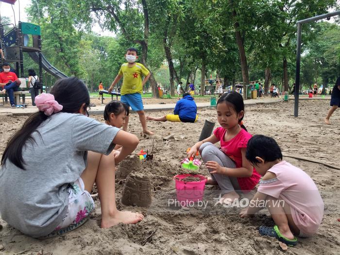 Công viên Thống Nhất tấp nập người lớn, trẻ nhỏ vui chơi 'hết mình' dịp nghỉ lễ 1/5 Ảnh 7