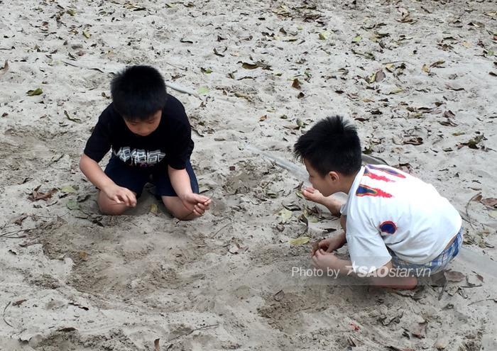 Công viên Thống Nhất tấp nập người lớn, trẻ nhỏ vui chơi 'hết mình' dịp nghỉ lễ 1/5 Ảnh 9