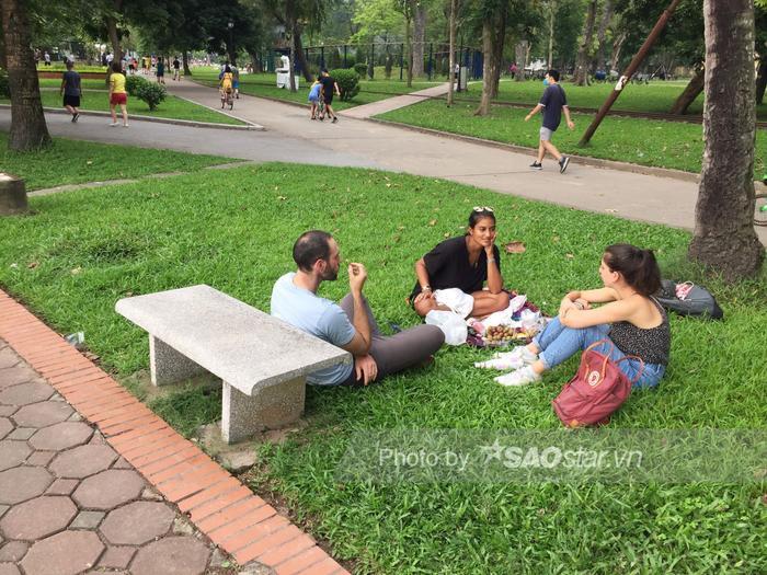 Công viên Thống Nhất tấp nập người lớn, trẻ nhỏ vui chơi 'hết mình' dịp nghỉ lễ 1/5 Ảnh 6