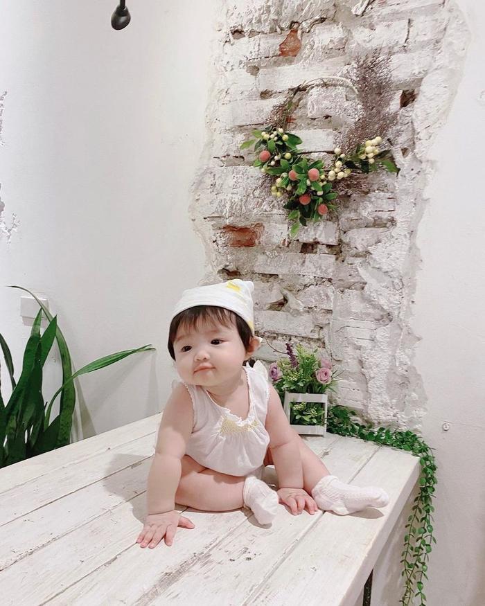 Đông Nhi tiết lộ con gái Winnie là 'Công chúa Hà Lan' nghiện uống sữa nên sở hữu đôi má bánh bao đáng yêu Ảnh 3