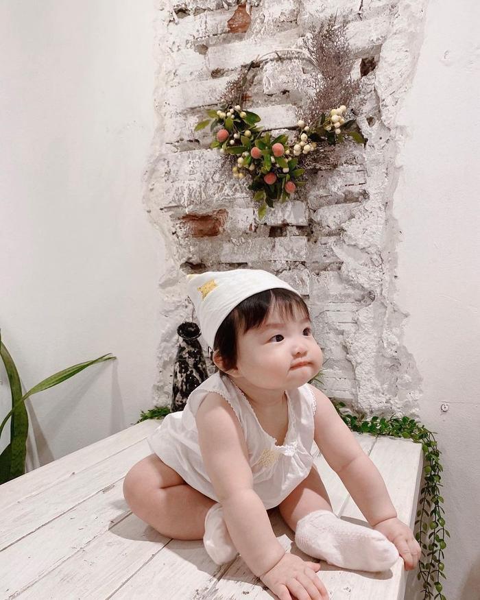Đông Nhi tiết lộ con gái Winnie là 'Công chúa Hà Lan' nghiện uống sữa nên sở hữu đôi má bánh bao đáng yêu Ảnh 5