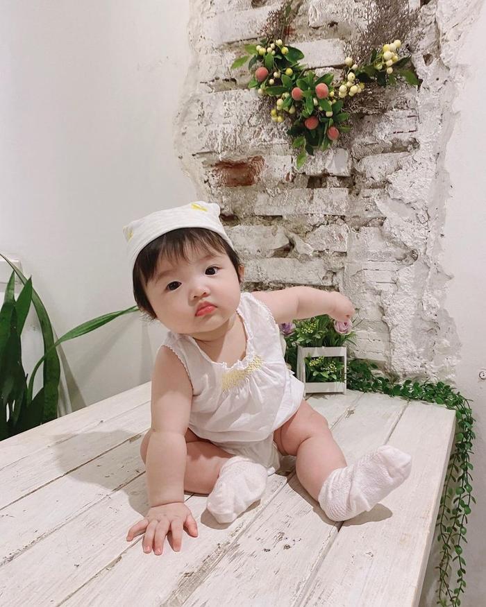 Đông Nhi tiết lộ con gái Winnie là 'Công chúa Hà Lan' nghiện uống sữa nên sở hữu đôi má bánh bao đáng yêu Ảnh 2