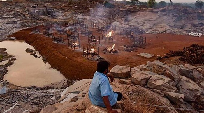 1.400 người chết trong 2 tuần ở một thành phố Ấn Độ, thi thể chất đống trong các hố chôn Ảnh 1