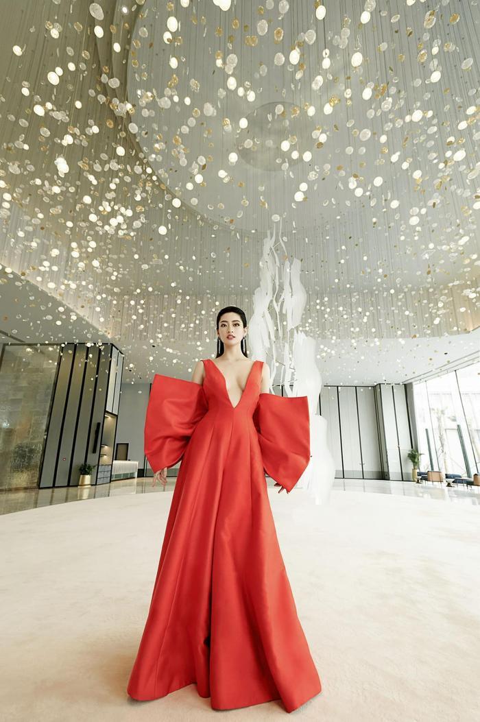Soi sắc vóc không có đối thủ của Lương Thùy Linh: Quá áp lực cho tân hoa hậu Miss World Vietnam 2021? Ảnh 8