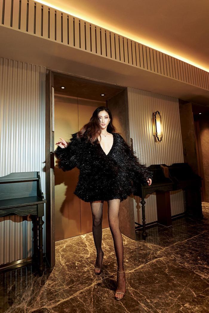 Soi sắc vóc không có đối thủ của Lương Thùy Linh: Quá áp lực cho tân hoa hậu Miss World Vietnam 2021? Ảnh 1