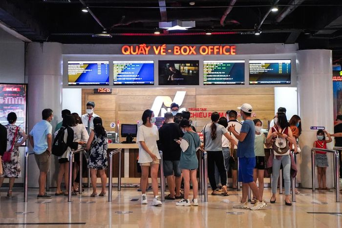 TP. HCM đóng cửa rạp chiếu từ tối 3/5: Loạt phim Việt đang cạnh tranh sôi nổi bị đẩy đến bờ vực nguy cơ Ảnh 2