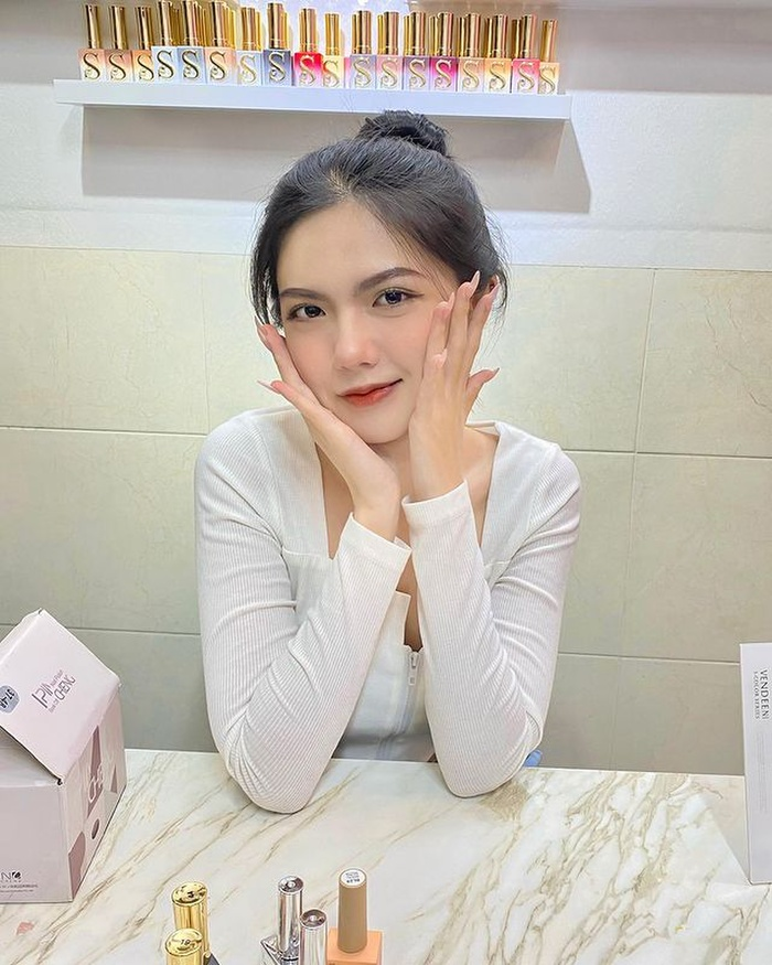 Nhan sắc ngọt ngào, nóng bỏng của Hồng Khanh - nữ sinh người Việt được mời tham dự 'Sáng tạo doanh 2022' Ảnh 4
