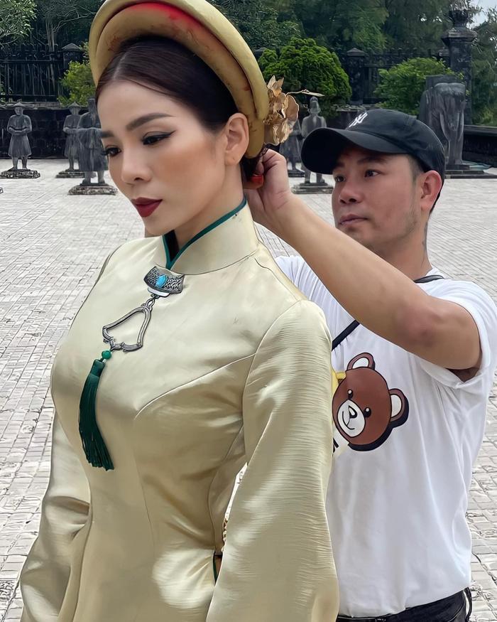 Lệ Quyên - Lâm Bảo Châu cùng diện áo dài: Chụp ảnh cưới hay dự án mới? Ảnh 3