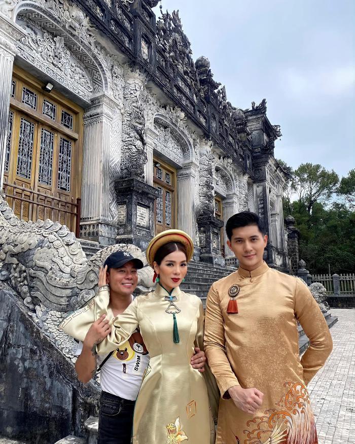 Lệ Quyên - Lâm Bảo Châu cùng diện áo dài: Chụp ảnh cưới hay dự án mới? Ảnh 2