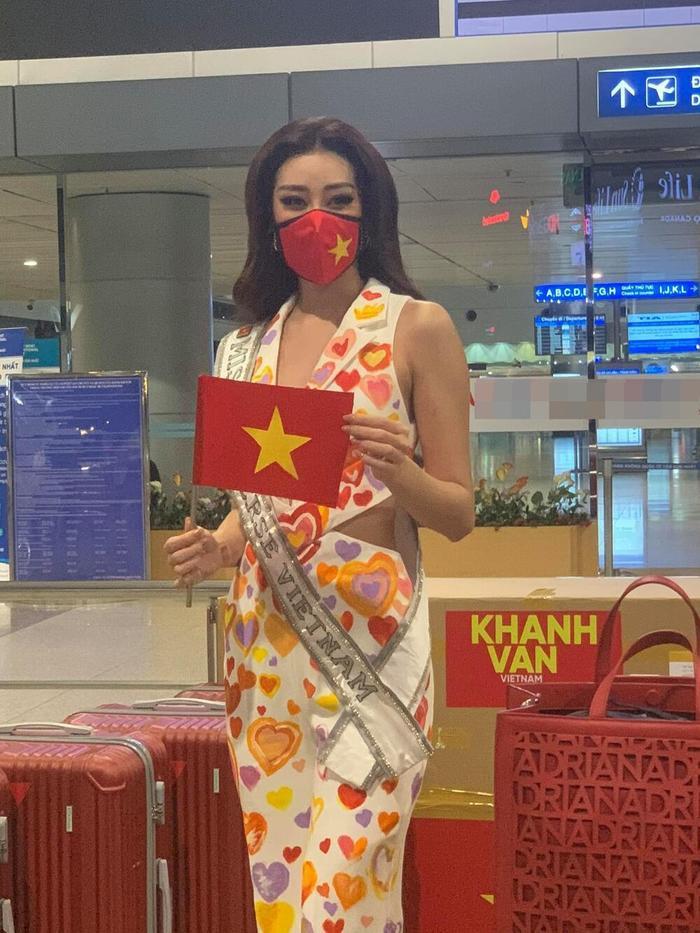 Chiến lược váy áo khai mạc Miss Universe của khánh Vân cực khôn khéo, khiến fan muốn vỡ oà Ảnh 2