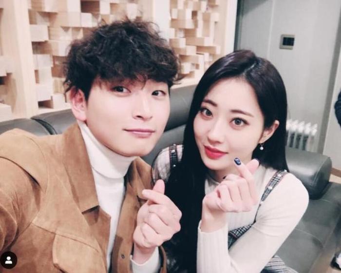 Jinwoon (2AM) - Kyungri (9MUSES) xác nhận chia tay sau 4 năm hẹn hò Ảnh 1