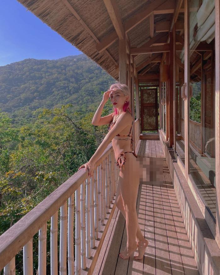 Tóc Tiên diện bikini nhỏ xíu khoe vòng 3 'căng mẩy' giữa khung cảnh núi rừng mộng mơ Ảnh 2