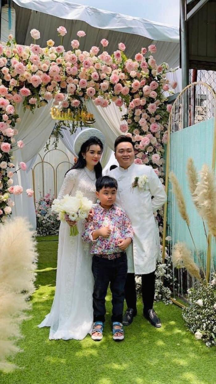 Tạm ngưng drama, bà Phương Hằng rạng rỡ trong lễ ăn hỏi của con trai và tận tay trao sính lễ cho con dâu Ảnh 3