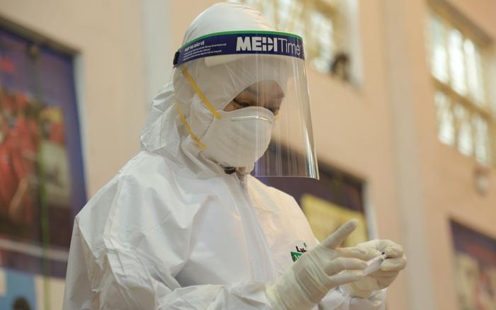 Đã có kết quả xét nghiệm 23 trường hợp F1 của bác sĩ dương tính SARS-CoV-2 Ảnh 1
