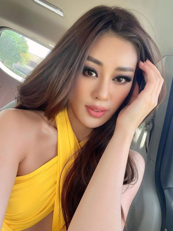 Khánh Vân khoe body hot 100 độ C, fan lóa mắt vì chiếc váy cắt xẻ cực gắt Ảnh 2