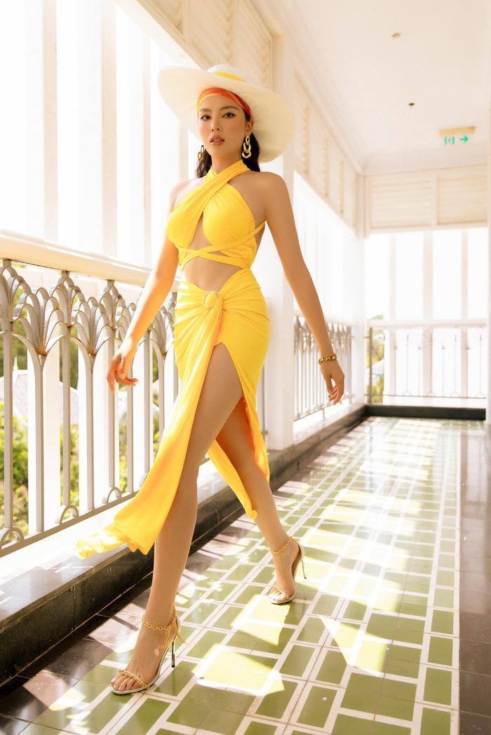 Khánh Vân khoe body hot 100 độ C, fan lóa mắt vì chiếc váy cắt xẻ cực gắt Ảnh 6