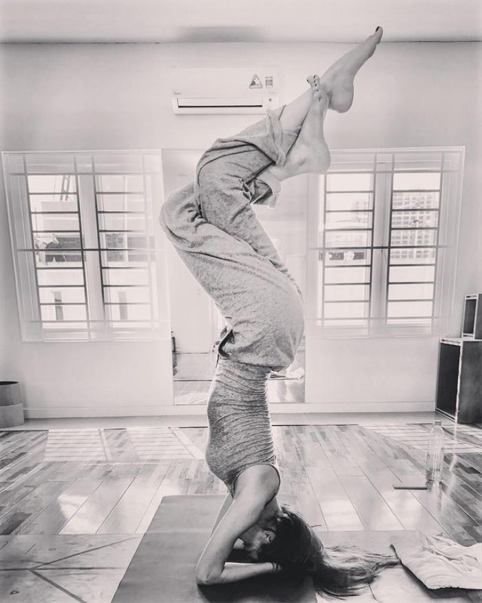 Hà Hồ khoe Lisa ngày nào cũng tập Yoga: Truyền nhân 'Nữ hoàng giải trí' đây rồi! Ảnh 4