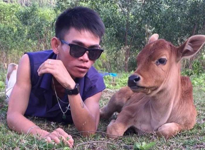 Chàng trai chăn bò Việt Nam nổi tiếng thế giới khoe bạn gái, tiết lộ thân thế bất ngờ Ảnh 1