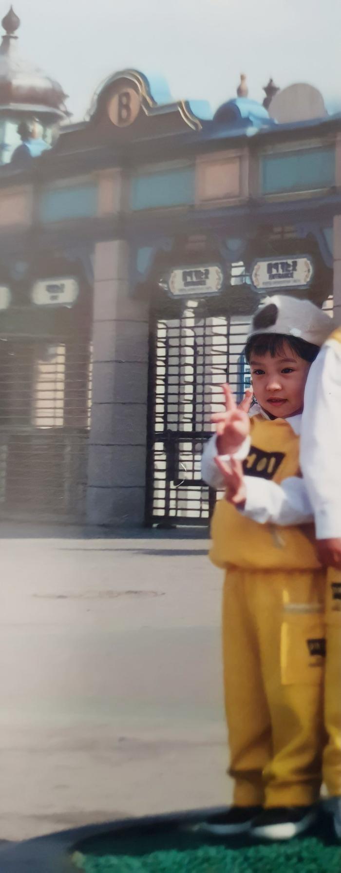 Hàng loạt sao Hàn khoe ảnh ngày bé mừng Tết thiếu nhi! Ảnh 93
