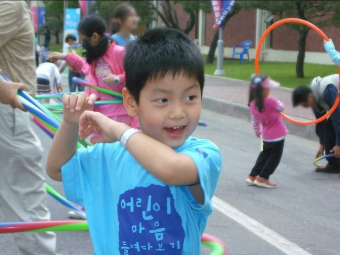 Hàng loạt sao Hàn khoe ảnh ngày bé mừng Tết thiếu nhi! Ảnh 89