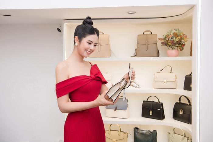 Hoa hậu Ngọc Hân thay 3 váy, điệu đà e ấp bên siêu mẫu nam điển trai Ảnh 6