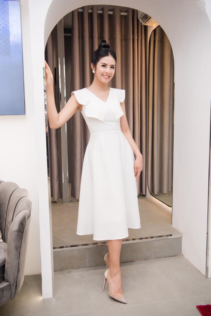 Hoa hậu Ngọc Hân thay 3 váy, điệu đà e ấp bên siêu mẫu nam điển trai Ảnh 10