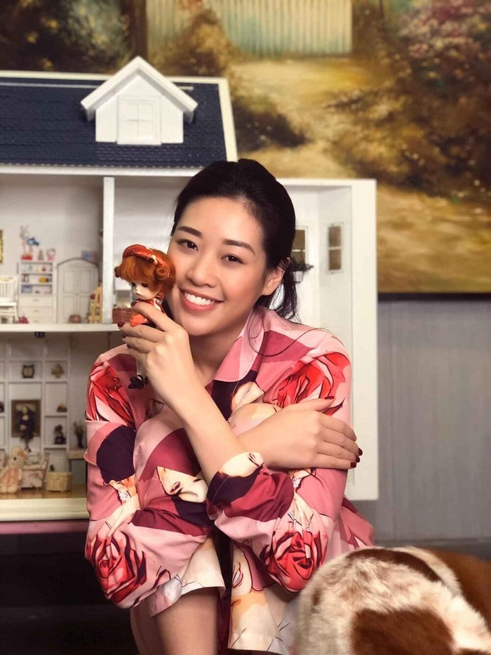 Style đối lập của Khánh Vân ở nhà và thi Quốc tế, beauty queen 'lột xác' thành công thật rồi! Ảnh 5