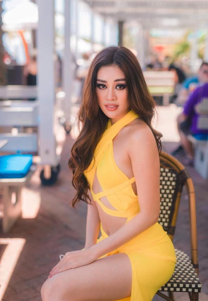 Style đối lập của Khánh Vân ở nhà và thi Quốc tế, beauty queen 'lột xác' thành công thật rồi! Ảnh 8