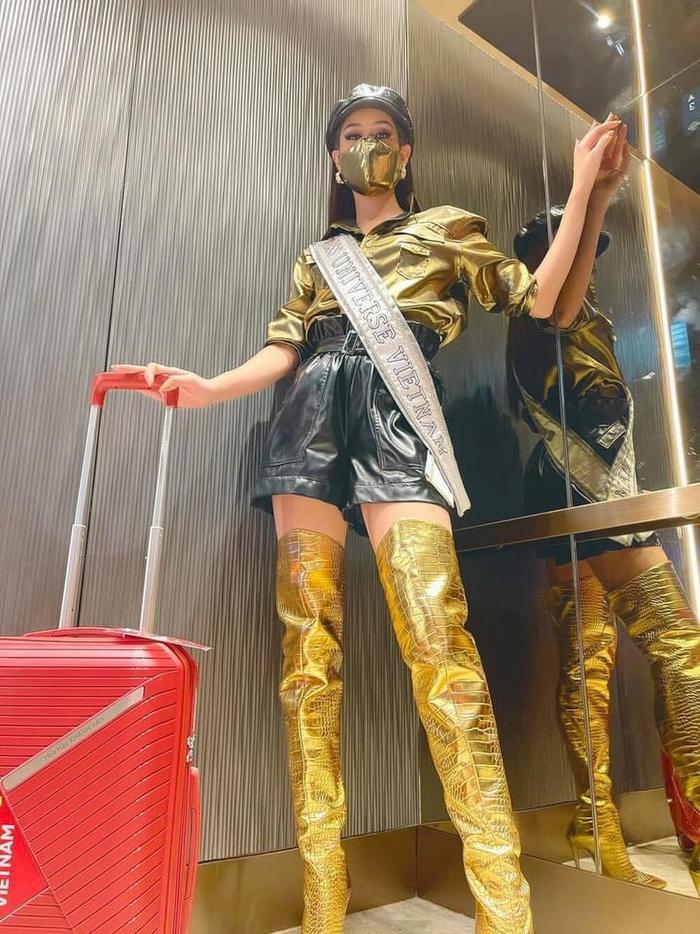 Style đối lập của Khánh Vân ở nhà và thi Quốc tế, beauty queen 'lột xác' thành công thật rồi! Ảnh 11