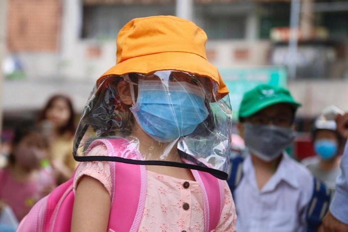 Hàng trăm học sinh Bến Tre phải cách ly tại nhà vì Hiệu trưởng đi cùng chuyến bay với ca nhiễm Covid- 19 Ảnh 1