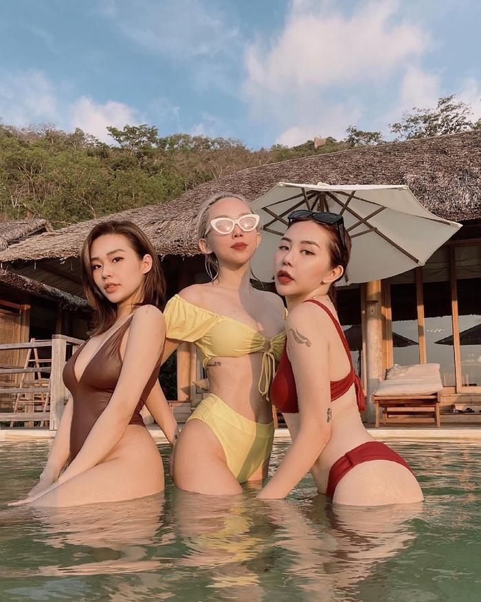 Tóc Tiên 'sắm vai' thành mẹ bỉm hai con nhưng vẫn không quên 'thả dáng nóng bỏng' Ảnh 3