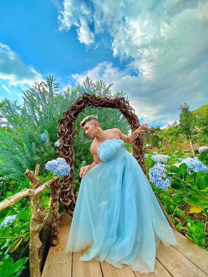'Phát ngất' với bộ ảnh Lương Bằng Quang mặc váy cúp ngực nằm giữa vườn cẩm tú cầu Ảnh 5