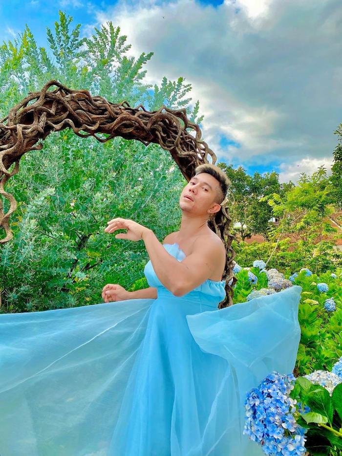 'Phát ngất' với bộ ảnh Lương Bằng Quang mặc váy cúp ngực nằm giữa vườn cẩm tú cầu Ảnh 4