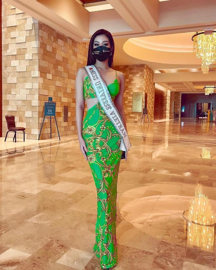 Ngày 2 Miss Universe: Khánh Vân khoe eo siêu gợi cảm, đẹp nức nở bên dàn đối thủ 'hổ chiến' Ảnh 3