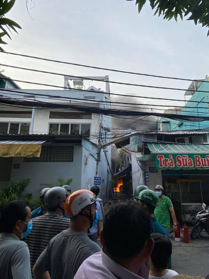 Nạn nhân sống sót trong vụ cháy kinh hoàng tại TP.HCM làm 8 người chết hiện ra sao? Ảnh 2