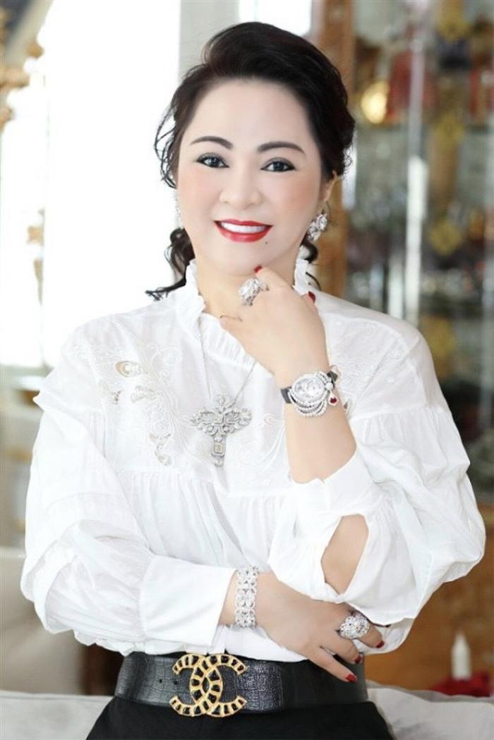 Sau Hoài Linh, Trịnh Kim Chi: Đến lượt Thủy Tiên bị bà Phương Hằng cho lên sóng, gay gắt về việc từ thiện Ảnh 2