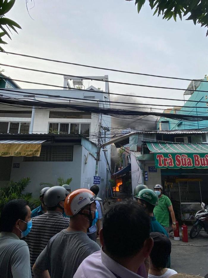 Hiện trường vụ cháy khiến 8 người tử vong: Mới dời cơ sở khoảng 1 tuần, các nạn nhân tử vong do ngạt thở Ảnh 6