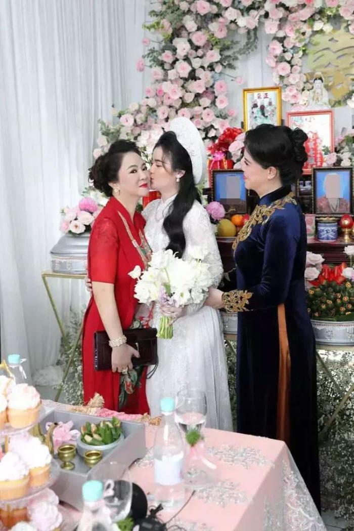 Con dâu mới của ông Dũng 'lò vôi' bị cộng đồng mạng tấn công, nguyên nhân được bà Phương Hằng tiết lộ Ảnh 3