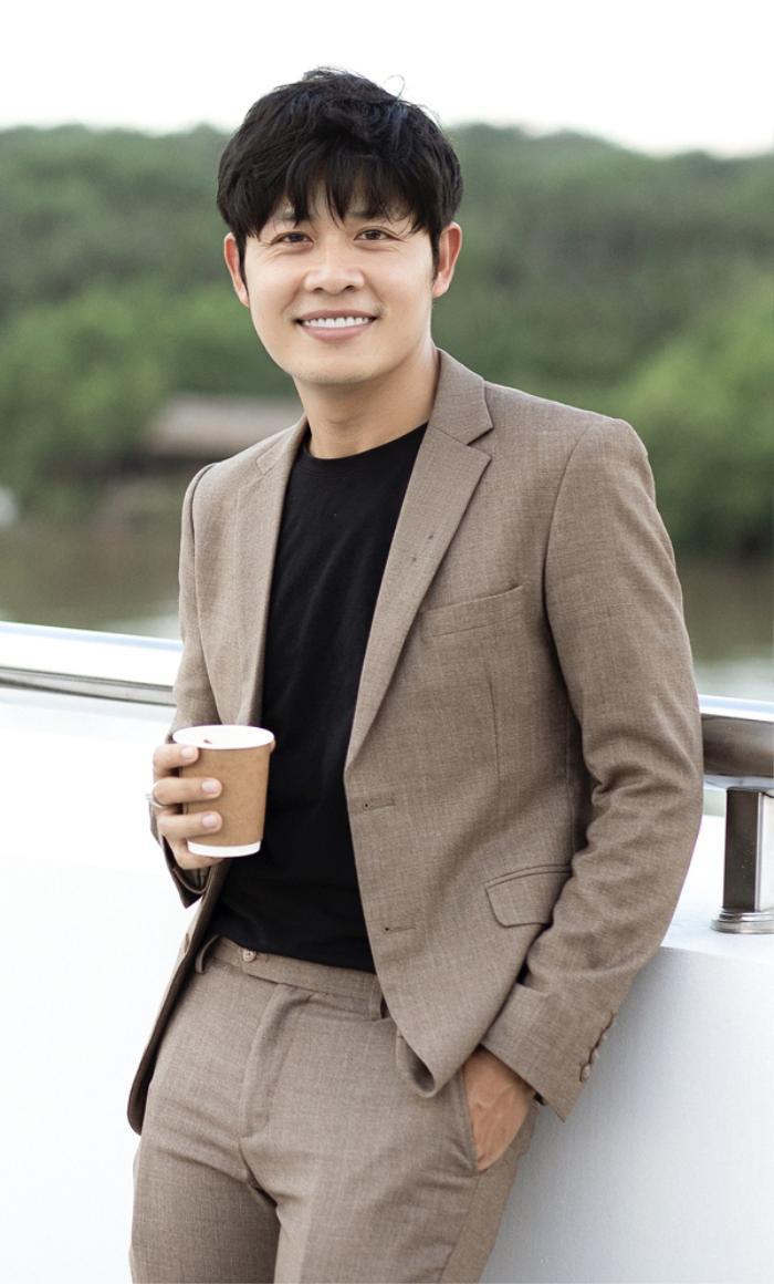 Nhạc sĩ Nguyễn Văn Chung chỉ đích danh bà Phương Hằng: 'Mang 10 nhẫn hột xoàn cũng không sang' Ảnh 2