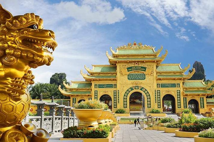Bà Phương Hằng tuyên bố đanh thép: 'Cấm cửa tuyệt đối giới nghệ sĩ đến Khu du lịch Đại Nam' Ảnh 2
