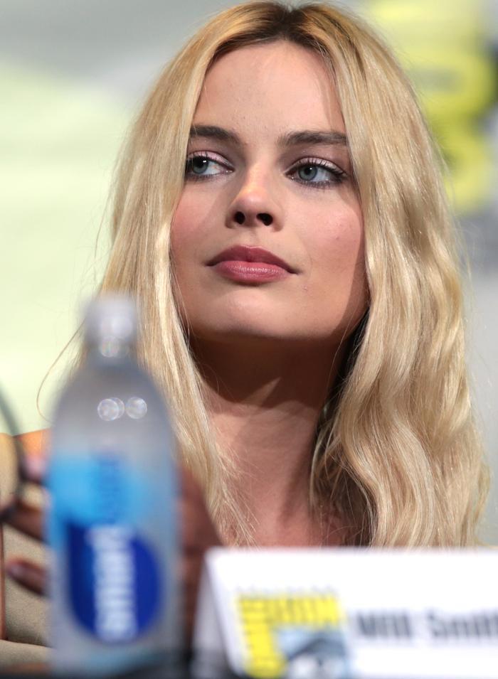 Bí quyết làm đẹp chẳng giống ai của Margot Robbie Ảnh 4