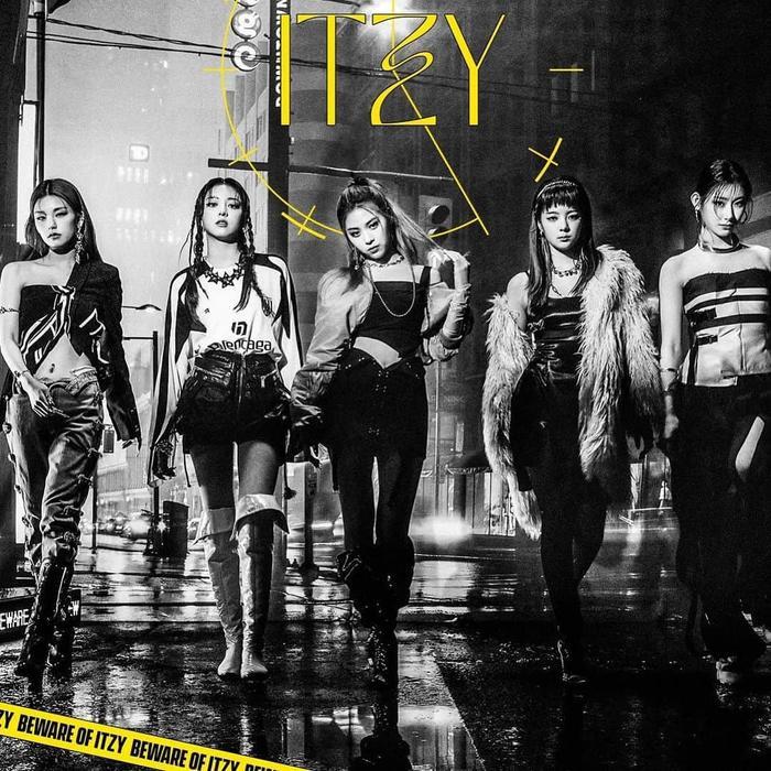 Kpop 'căng não' trên BXH World Album: BTS thống trị, ITZY vượt mặt BlackPink, SuperM kiên quyết bám trụ Ảnh 3