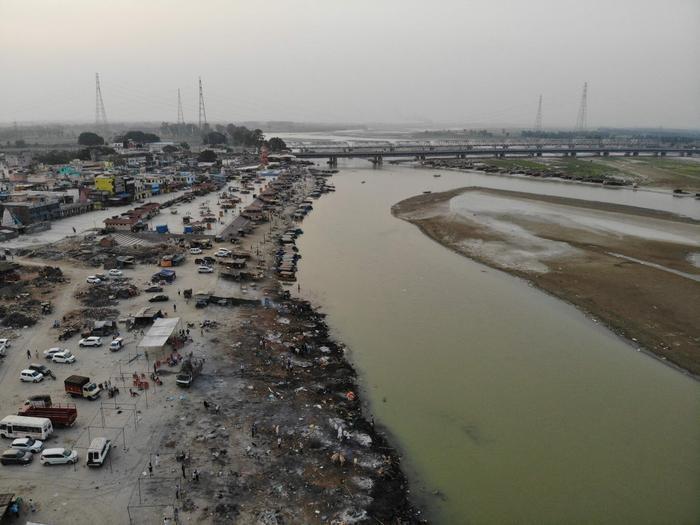 Xác chết trôi trên sông Hằng và sự tuyệt vọng bao trùm Ấn Độ Ảnh 1