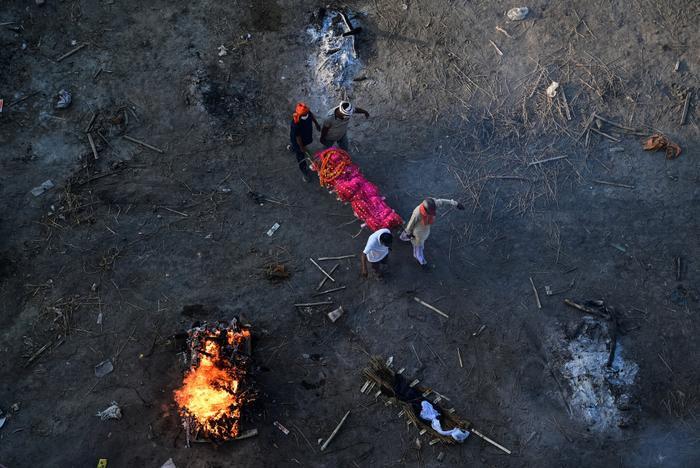 Xác chết trôi trên sông Hằng và sự tuyệt vọng bao trùm Ấn Độ Ảnh 6