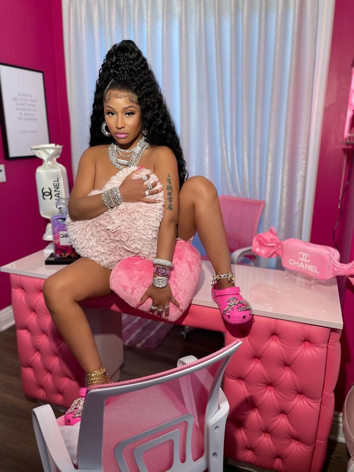 Trang web bán dép đi trong nhà bị đánh sập vì Nicki Minaj Ảnh 2