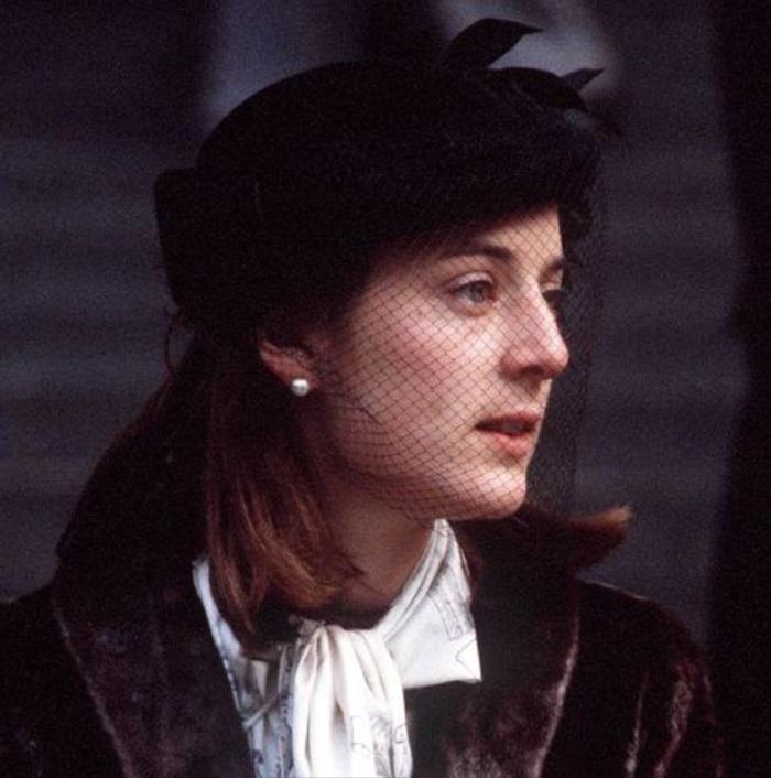 Trước khi cưới Công nương Diana, Thái tử Charles từng cầu hôn một phụ nữ khác nhưng bị từ chối Ảnh 1