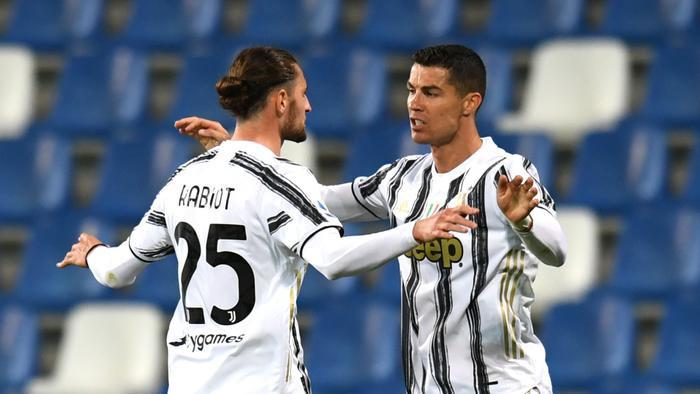 Cán mốc 100 bàn cho Juventus, Ronaldo đi vào lịch sử Ảnh 1