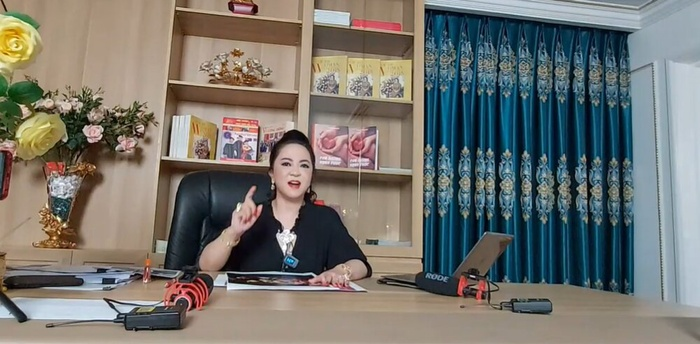 Hoài Linh im lặng giữa bão drama, dân mạng 'hiến kế' giúp bà Phương Hằng gặp danh hài để '3 mặt 1 lời' Ảnh 1